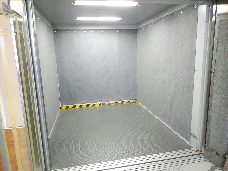 【筑西市】工場エレベーター保護カーペット取付